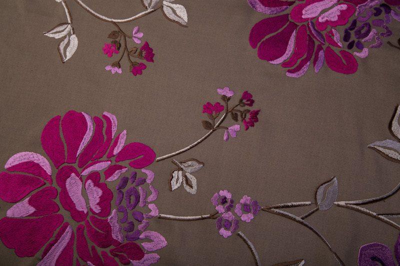 Taupe glans roze bloem